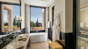 marrakech-deluxe-rooms-with-private-terrace-bathroom-724x407