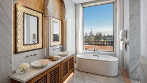 marrakech-royal-suite-with-private-pool-bathroom-724x407