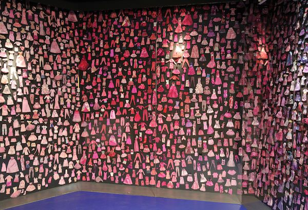 A wall filled with Barbie's outfits closing the exhibition
