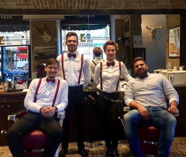 Ekipa Gentleman Shopa s vlasnikom Damirom Mateškovićem (na slici skroz desno)