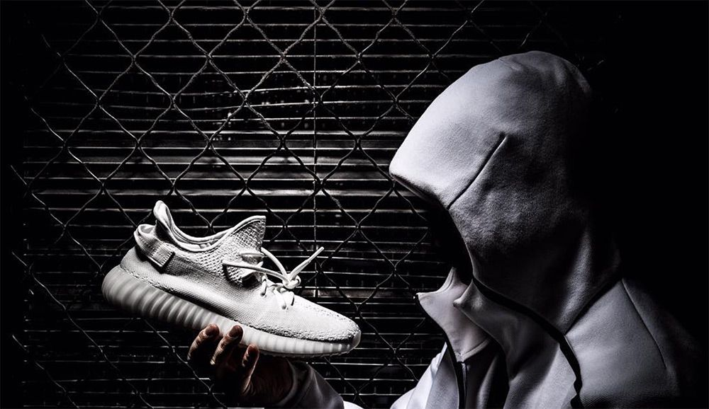 adidas-yeezy-boost-350-v3-all-white-detail-4_3