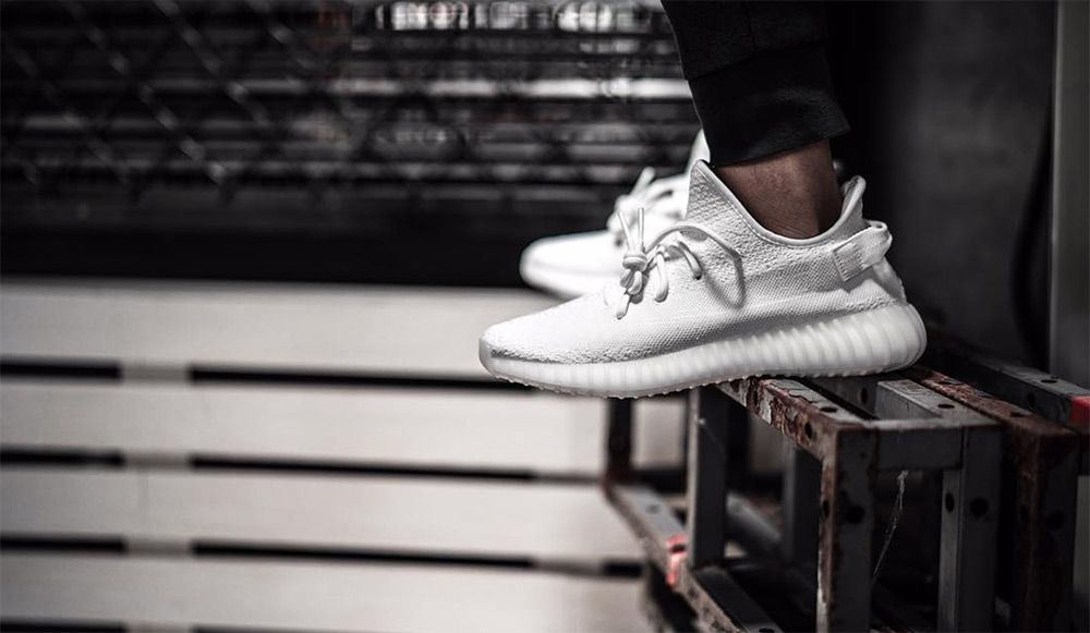 adidas-yeezy-boost-350-v3-all-white-detail-6_5