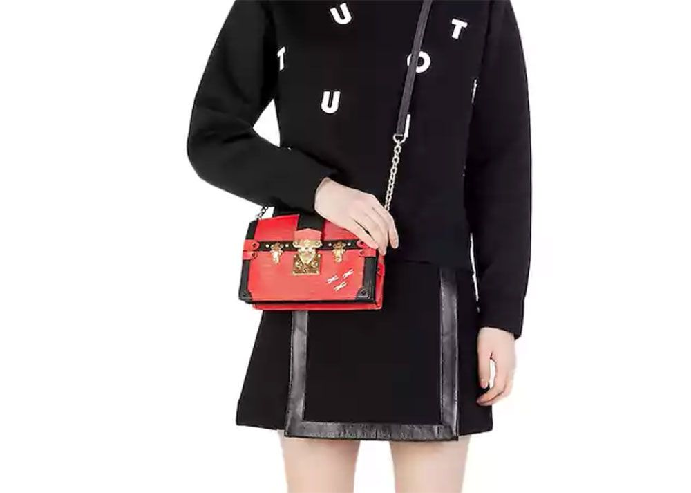 6b691cd4a40b41 Louis-Vuitton-Trunk-Clutch-Modeling - MagMe